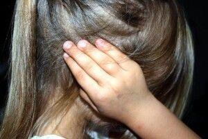 У столичному тролейбусі підстаркуватий збоченець чіплявся до дев'ятирічної дівчинки