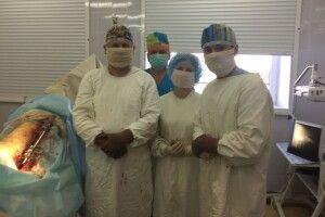 Любомльські лікарі вперше прооперували онкохвору жінку з патологічним переломом стегна (Фото 18+)
