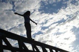 19-річна дівчина залишила записку і стрибнула з мосту