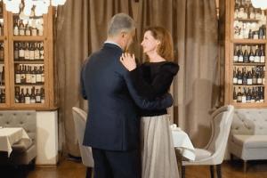 Поцілунок, білий танець і сюрприз. Як Марина Порошенко привітала чоловіка з днем народження (Відео)