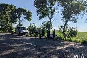 На волинській дорозі автомобіль з'їхав в кювет (Фото)