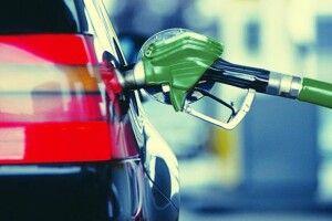 На місячну зарплату українець може купити 258 літрів бензину