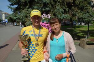 «У нас такого виду спорту в селі не було...», – мама переможця «Луцької десятки» (Фото, відео)