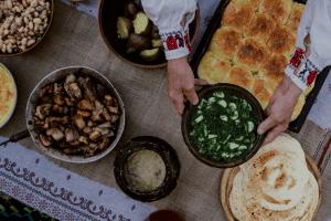 Потравка, млинці на заквасці, куліш з грибами та ребрами –  у Рівному досліджують автентичні страви (Фото)