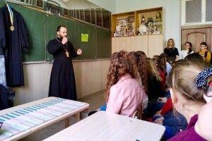 Священик розповів ковельським школярам про булінг