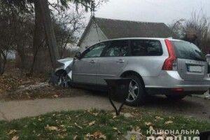 Втікаючи від поліцейських, п'яний водій врізався в стовп