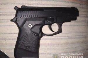Волинянам не вдалося приховати від поліції пістолет, набої та штик-ніж