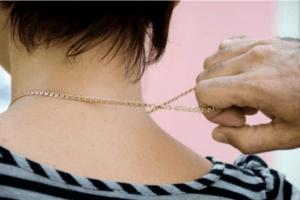 34-річний волинянин зірвав золотий ланцюжок із шиї жінки: його судили