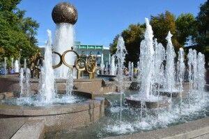 З підсвіченням, але поки що без музики: в Полтаві біля стадіону «Ворскла» відкрили кольоровий фонтан «Єдність»