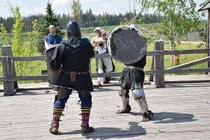 Фестиваль на Рівненщині: поєдинки на мечах, виступ лірника та давньоруська кухня