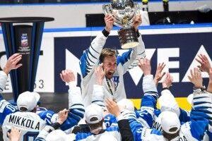 Фінський журналіст з'їв газету, в якій критикував хокейну збірну перед Чемпіонатом світу