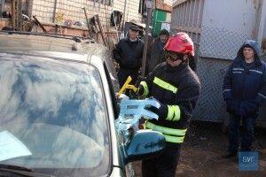 Розрізали автомобіль, щоб дістати постраждалого: у Володимирі-Волинському працювали рятувальники