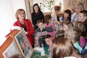 Вишиту «Лісову пісню» привезли у рідну домівку Лесі Українки (Фото)
