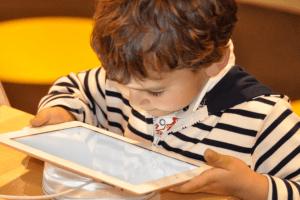 Як віднадити дітей  від інтернету. Колонка Оксани КОВАЛЕНКО