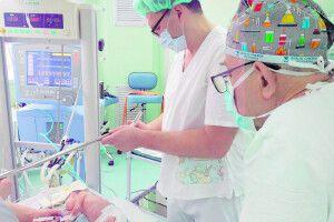 ЛІкар, який має наВолині 20«похресників»: «Оперував дитя, яке важило 700грамів»