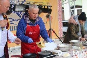 Як Костянтин Грубич готував млинці на «Смаковиці по-володимирськи» (Відео)