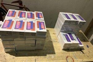На українсько-польському кордоні викрили контрабандиста, який намагався незаконно переправити через кордон велику кількість смартфонів (Відео)