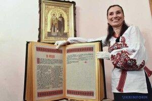 Олена Медведєва— рівнянка, яка навчилася ілюбить вишивати книжки