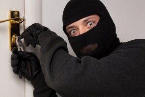 У Луцьку поліція затримала зловмисників, які незаконно проникли у житло