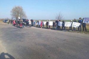Стобихівчани разом з дітьми страйкують на трасі. Що думає про це управління освіти?