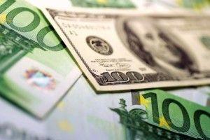 У листопаді українці купили мільярд доларів