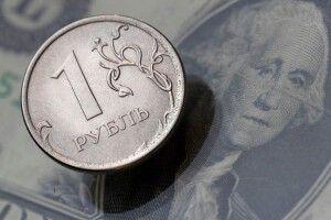 Українцям заборонили тримати гроші в банках у російських рублях