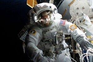 Американські космонавти гуляли у космосі 7 годин