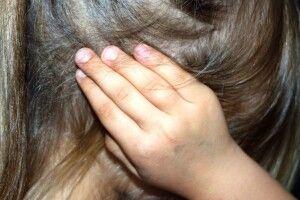 На Рівненщині батько дізнався, що його 10-річну доньку розбещував викладач