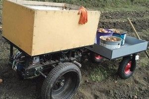 А в Петра Головатого картоплю збирає… робот!