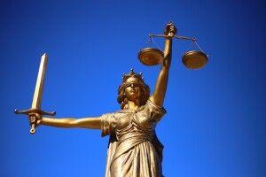 Катували жертву в прямому ефірі: суд заарештували блогерів