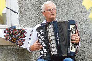 Волинський баяніст  Олександр Навроцький, визнаний кращим акомпаніатором України, грав нагармошці…  вже у4роки!