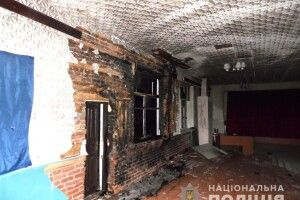 Правоохоронці шукають зловмисників, які підпалили сільський клуб