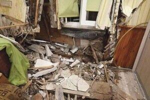 Автомобіль нашвидкості протаранив житловий дім