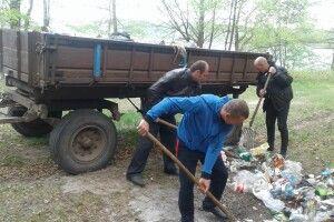 Озеро Святе прибрали від сміття