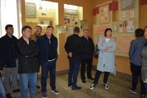 День депутата: Музей ікони переселити у краєзнавчий, а радянські експонати продати закордонним колекціонерам
