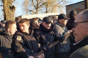 На Центральному ринку в Луцьку знесли частину паркану (ВІДЕО)