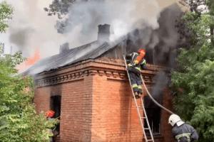 У селі на Рівненщині загорівся житловий будинок (Відео моменту)