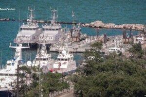 Захоплені Росією українські кораблі зникли з порту Керчі