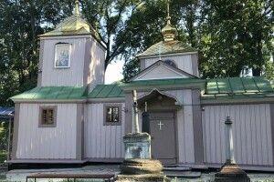 У Рівному побили вікна у церкві й пошкодили хрести на цвинтарі