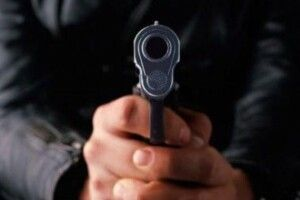 У Камені-Каширському  невідомий погрожуючи ножем депутату облради намагався поцупити його автомобіль