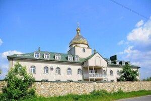 Судили донеччанина, який побив чоловіка в монастирі на Волині