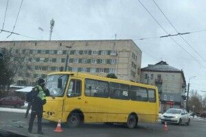 У Луцьку маршрутка потрапила в ДТП (Фото)