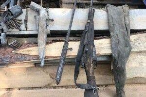 Несподівані речі з минулого виявили під час демонтажу будинку в Острозі