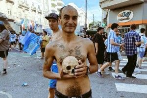 Фанат футболу викопав…  череп діда