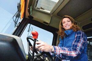 Дослідження європейського заробітчанства: тепер Ольга майстерно водить трактори, вирощує квіти ідуже цінує свого Тадеуша