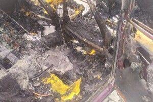 Їхав і спалахнув: у місті на Рівненщині згорів «шедевр» радянського автопрому (Фото)