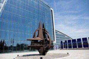 НАТО закликало РФ повернути Україні моряків і військові кораблі