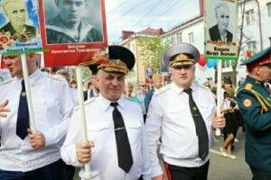 Двоє російських чиновників вийшли на акцію «Безсмертний полк» з портретом одного і того ж ветерана