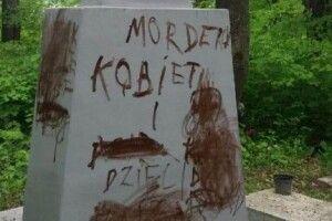 На цвинтарі у Польщі знову понівечили могили українських підпільників