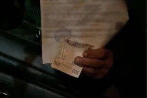 Поклав гроші у посвідчення: патрульним пропонували хабар